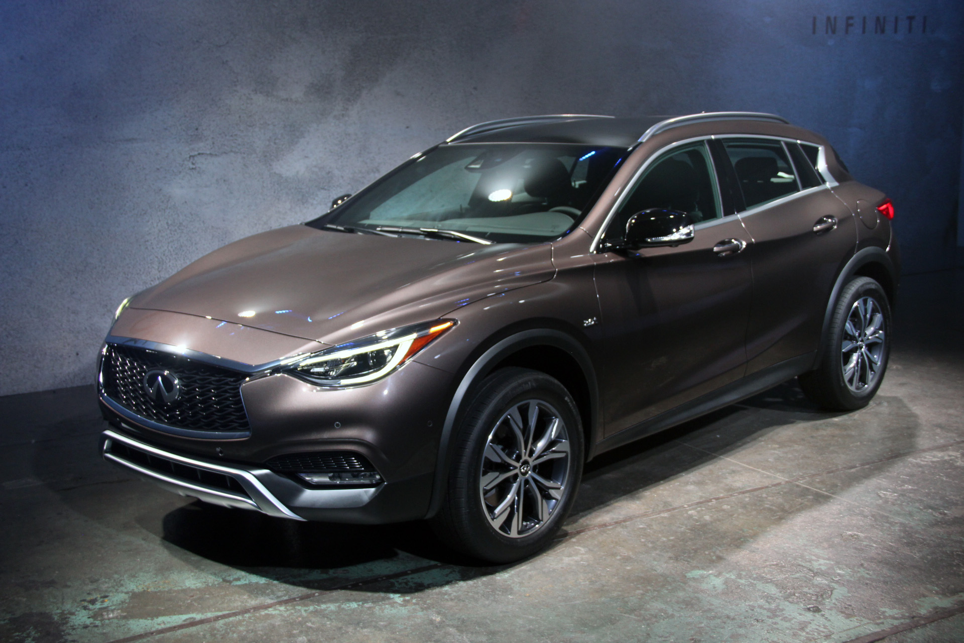 2017 infiniti qx30 crossover stands out from rivals news. Black Bedroom Furniture Sets. Home Design Ideas