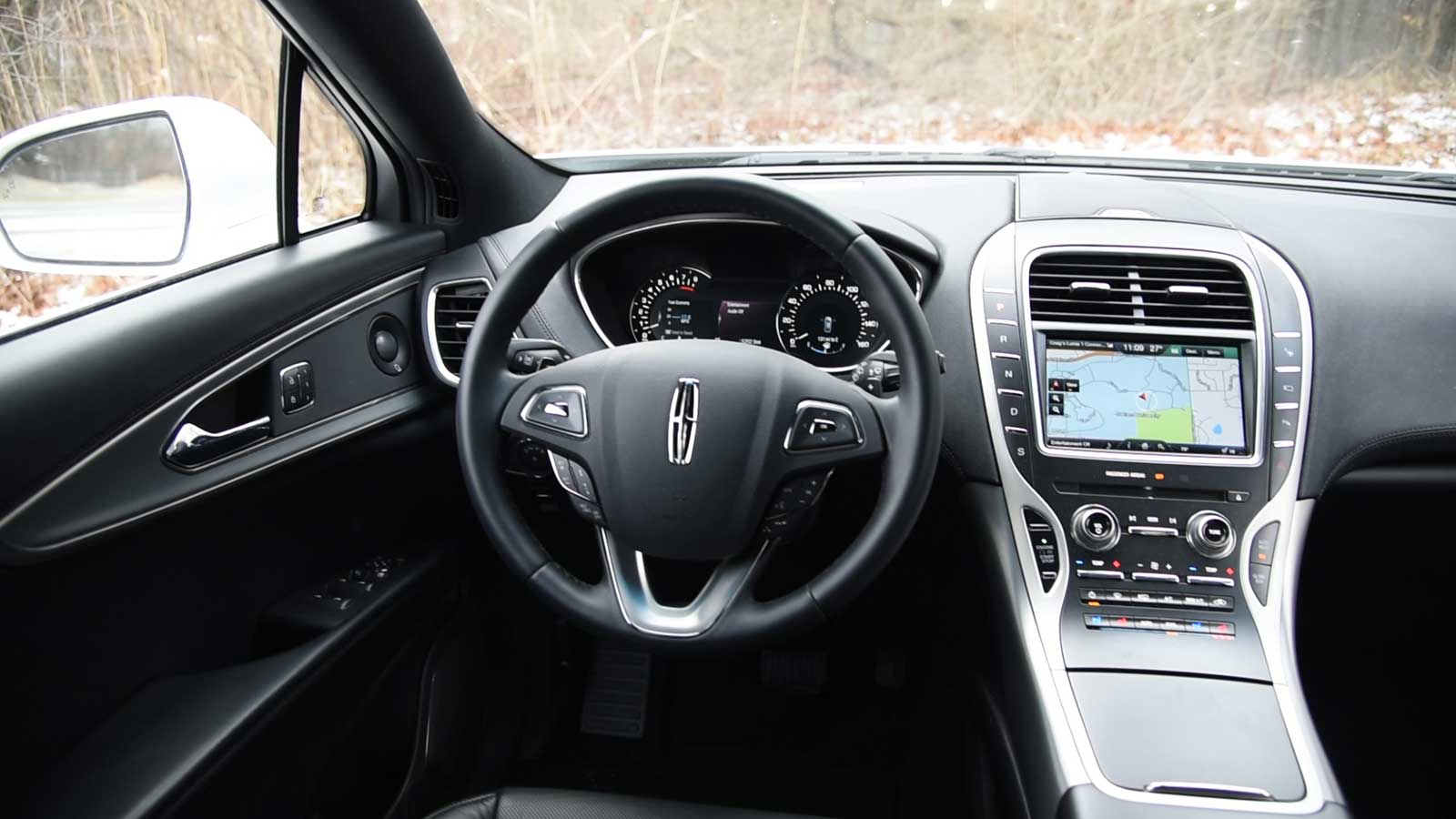 http://www.autoguide.com/blog/wp-content/gallery/2016-lincoln-mkx-review-2-2-2016/2016-Lincoln-MKX-Interior-01.jpg