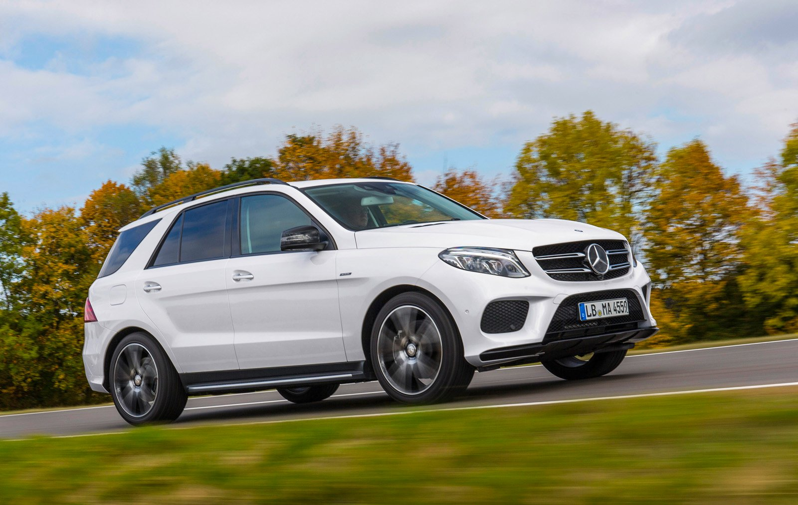 Mercedes Four Matic >> 2016 Mercedes-Benz GLE 450 AMG 4MATIC SUV Makes Debut » AutoGuide.com News