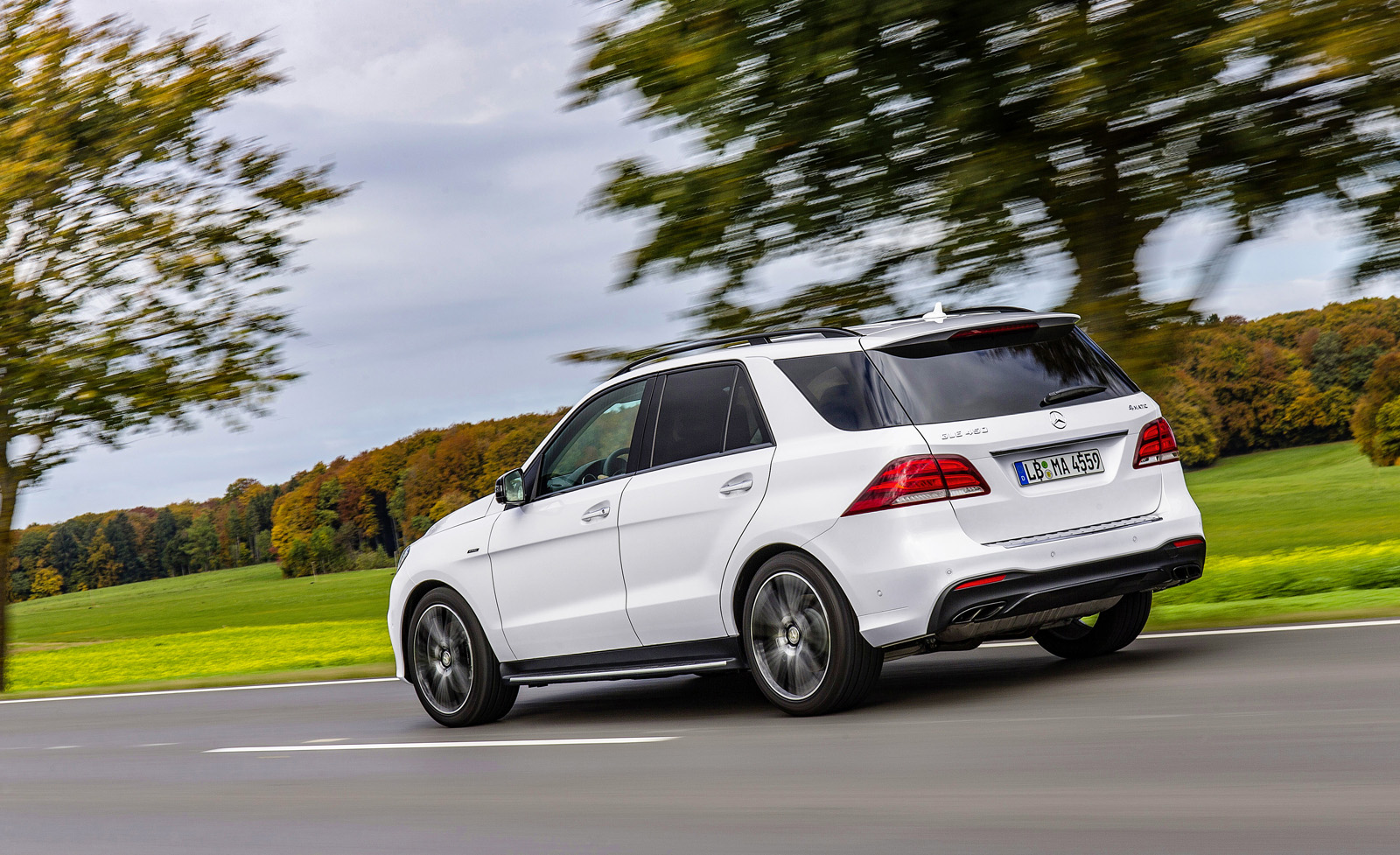 http://www.autoguide.com/blog/wp-content/gallery/2016-mercedes-benz-gle-450-amg-4matic/2016-Mercedes-Benz-GLE-450-AMG-11.jpg
