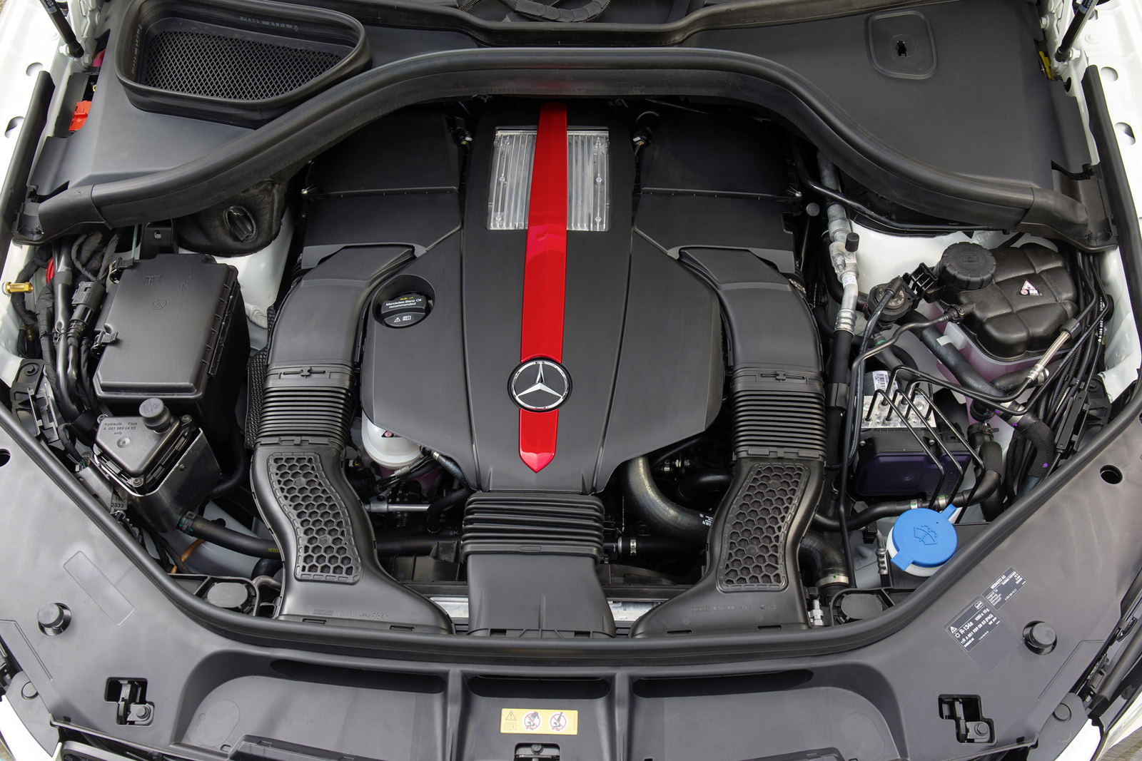 http://www.autoguide.com/blog/wp-content/gallery/2016-mercedes-benz-gle-450-amg-4matic/2016-Mercedes-Benz-GLE-450-AMG-4.jpg