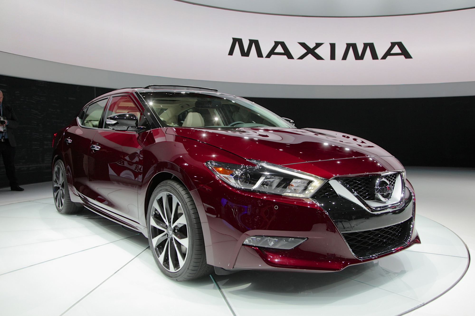 2015 Nissan Maxima >> 2016 Nissan Maxima Is Lower Longer And Lighter Autoguide Com News