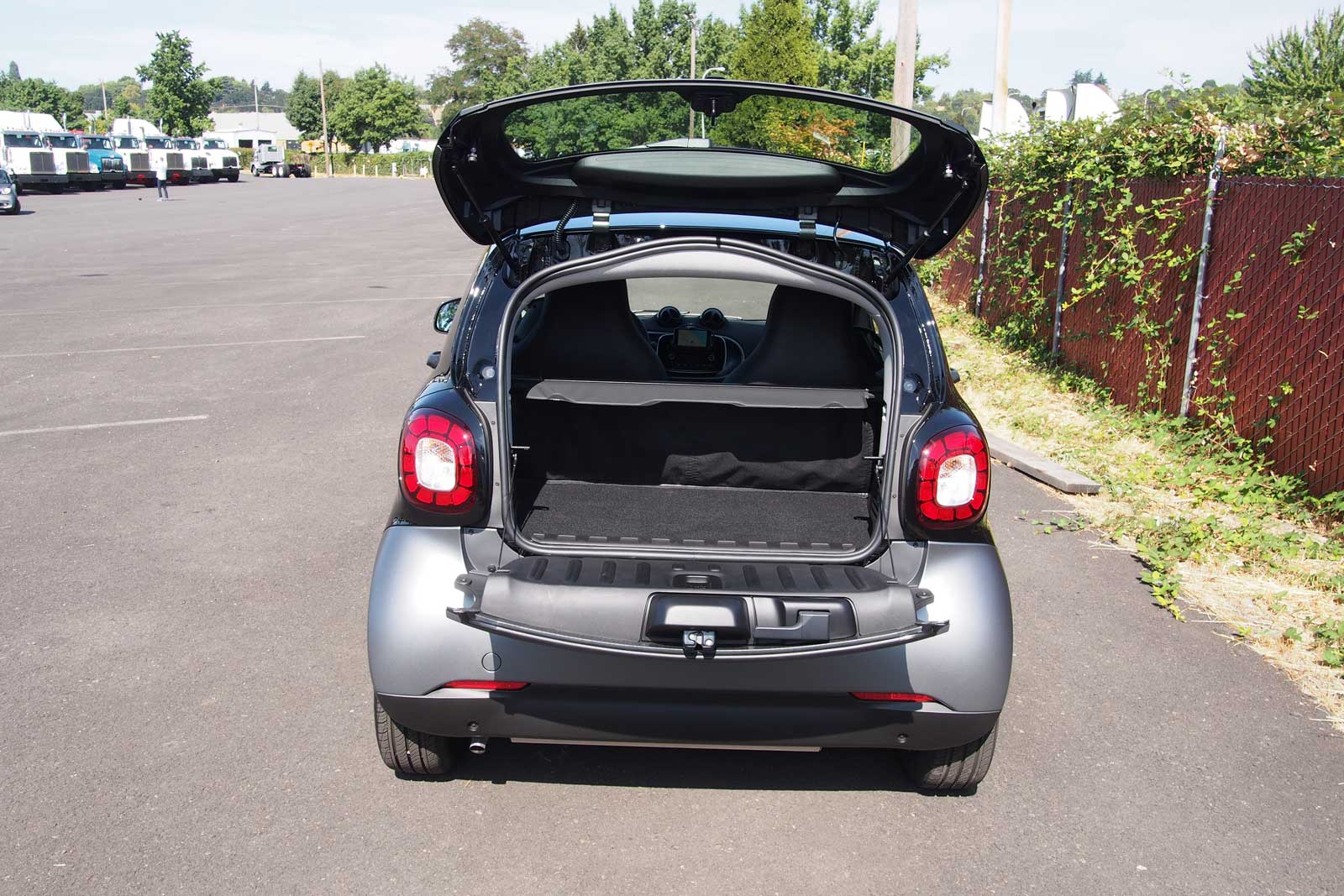 2016 Smart Fortwo Cargo Area 02