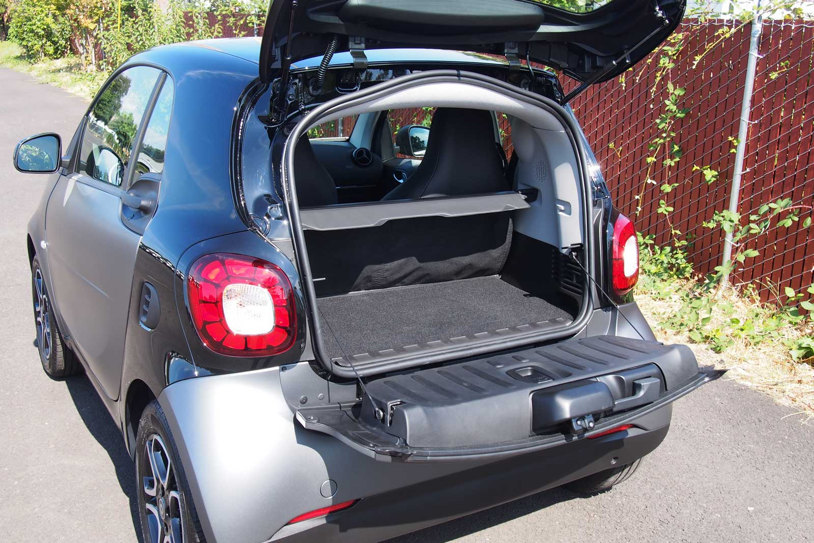 2016 Smart Fortwo Cargo Area 03