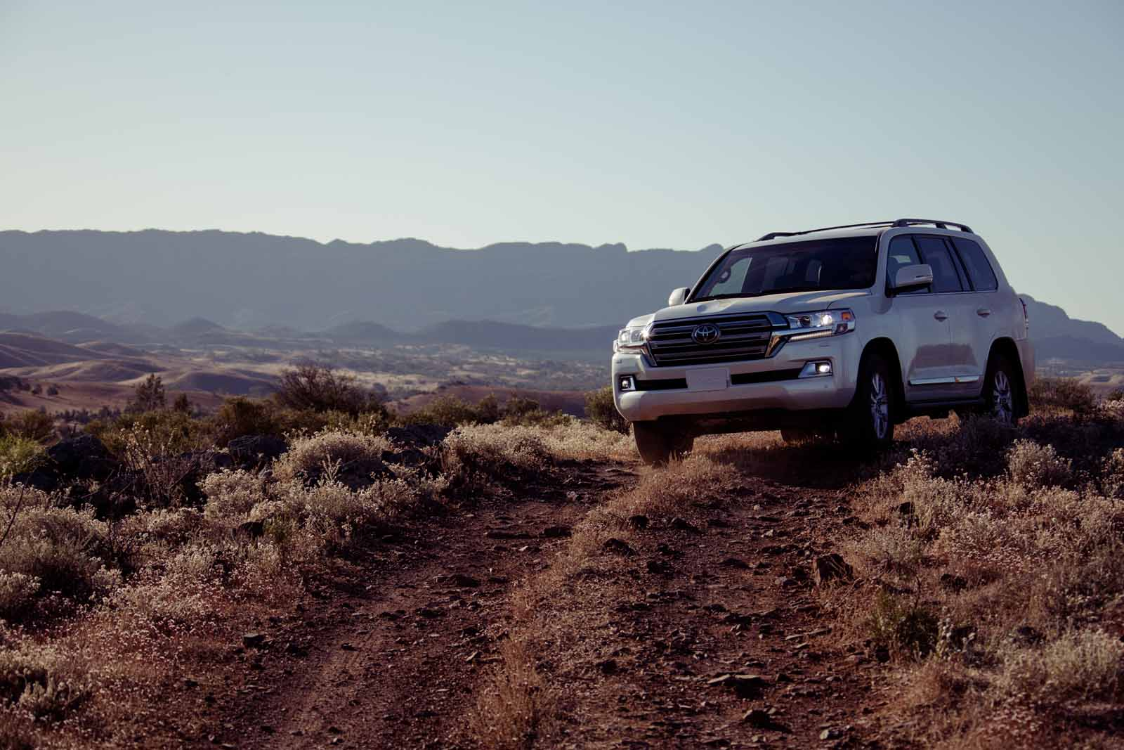 2016 toyota land cruiser review news. Black Bedroom Furniture Sets. Home Design Ideas