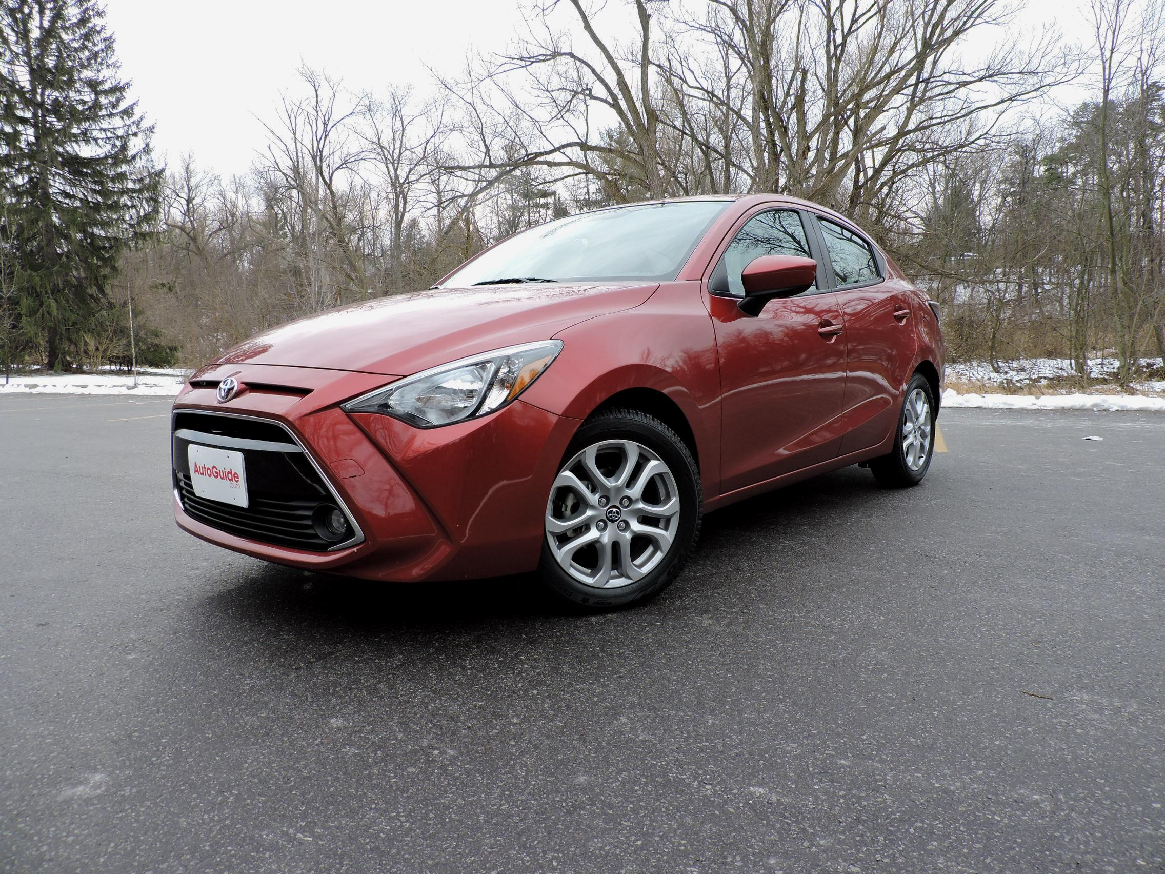 2016 Toyota Yaris Sedan 01