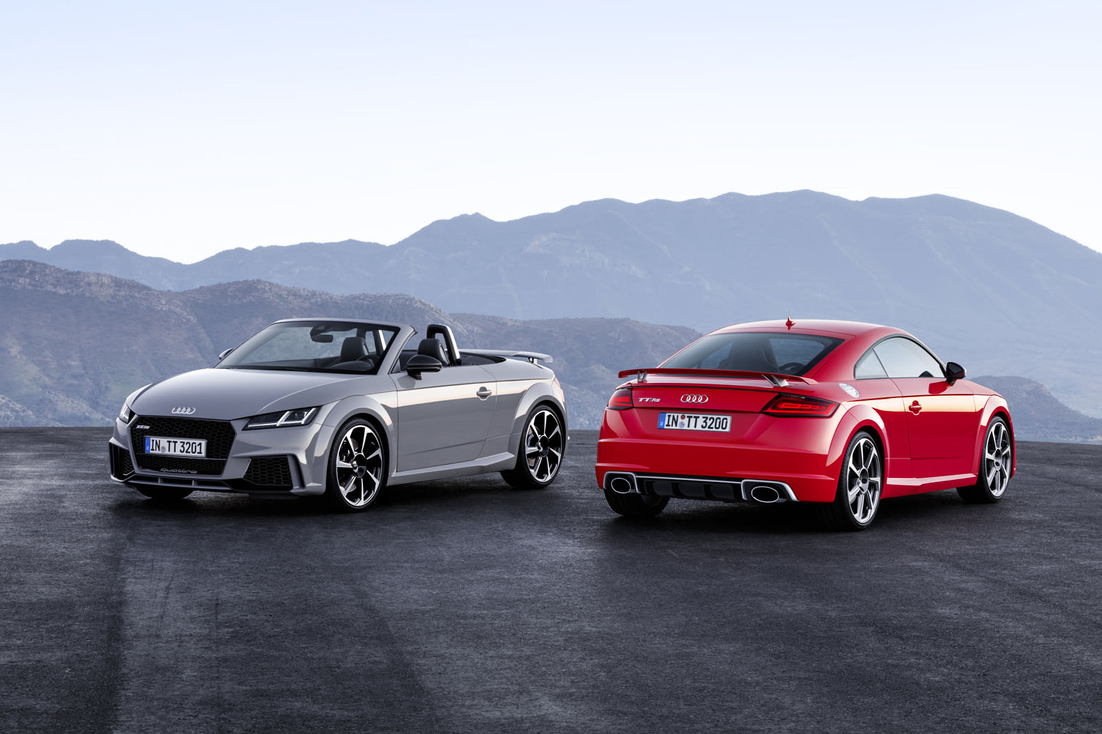 2017 Audi Tt Rs Coupe And Roadster Debut With 400 Hp No Manual