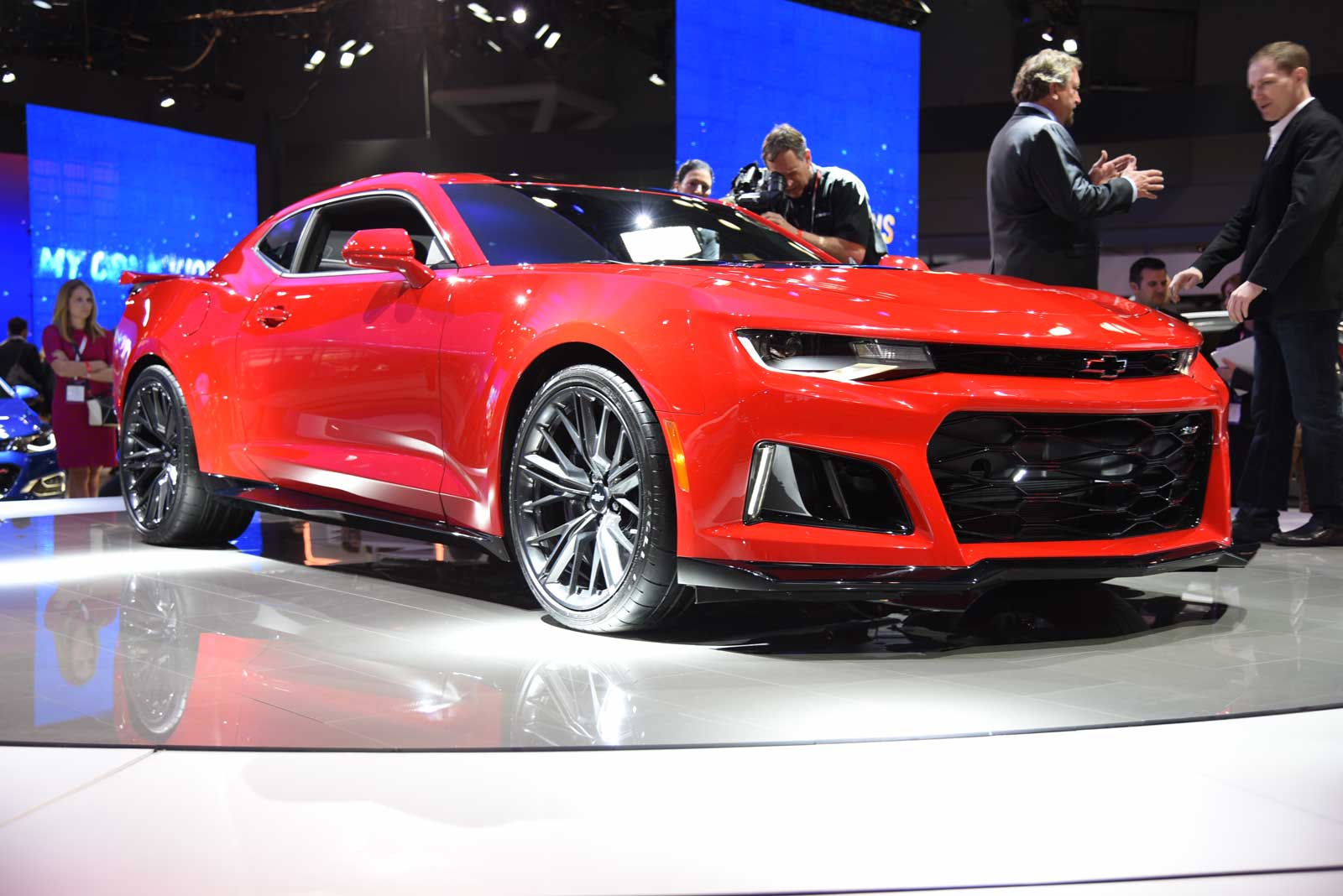2017 Chevy Camaro ZL1 Arrives with 640 HP Sent Through 10 Gears » AutoGuide.com News