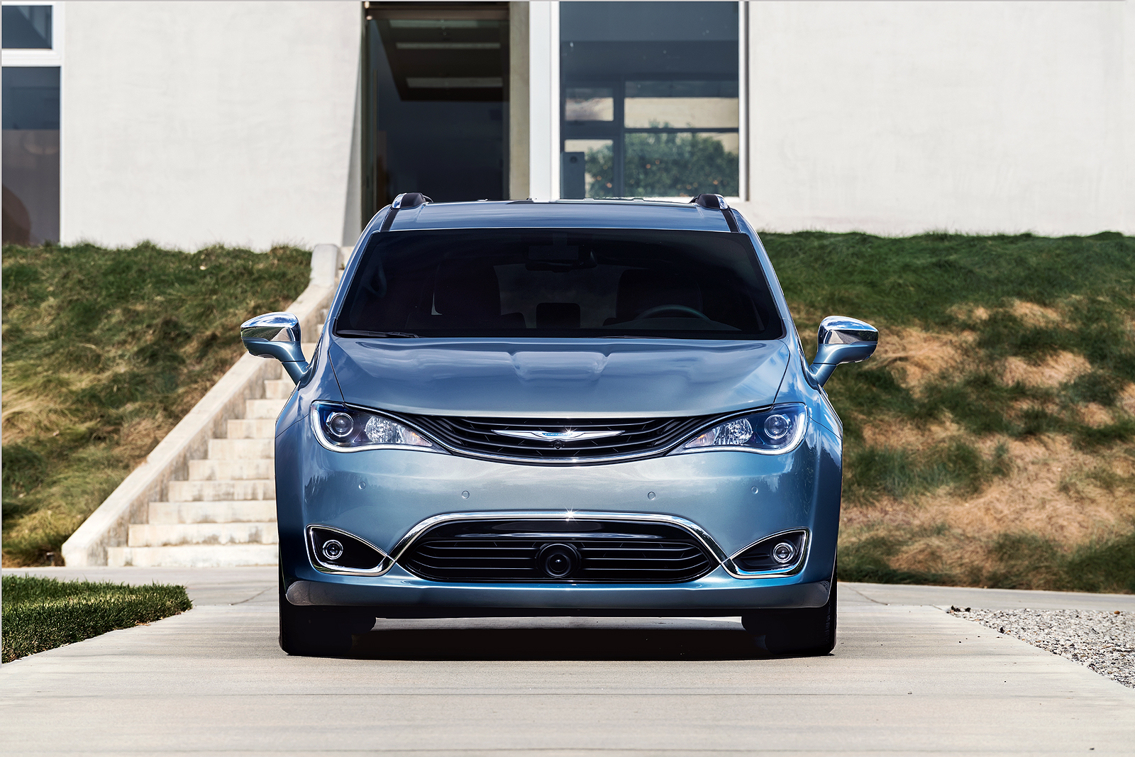 2017 chrysler pacifica hybrid carries steep price premium news. Black Bedroom Furniture Sets. Home Design Ideas