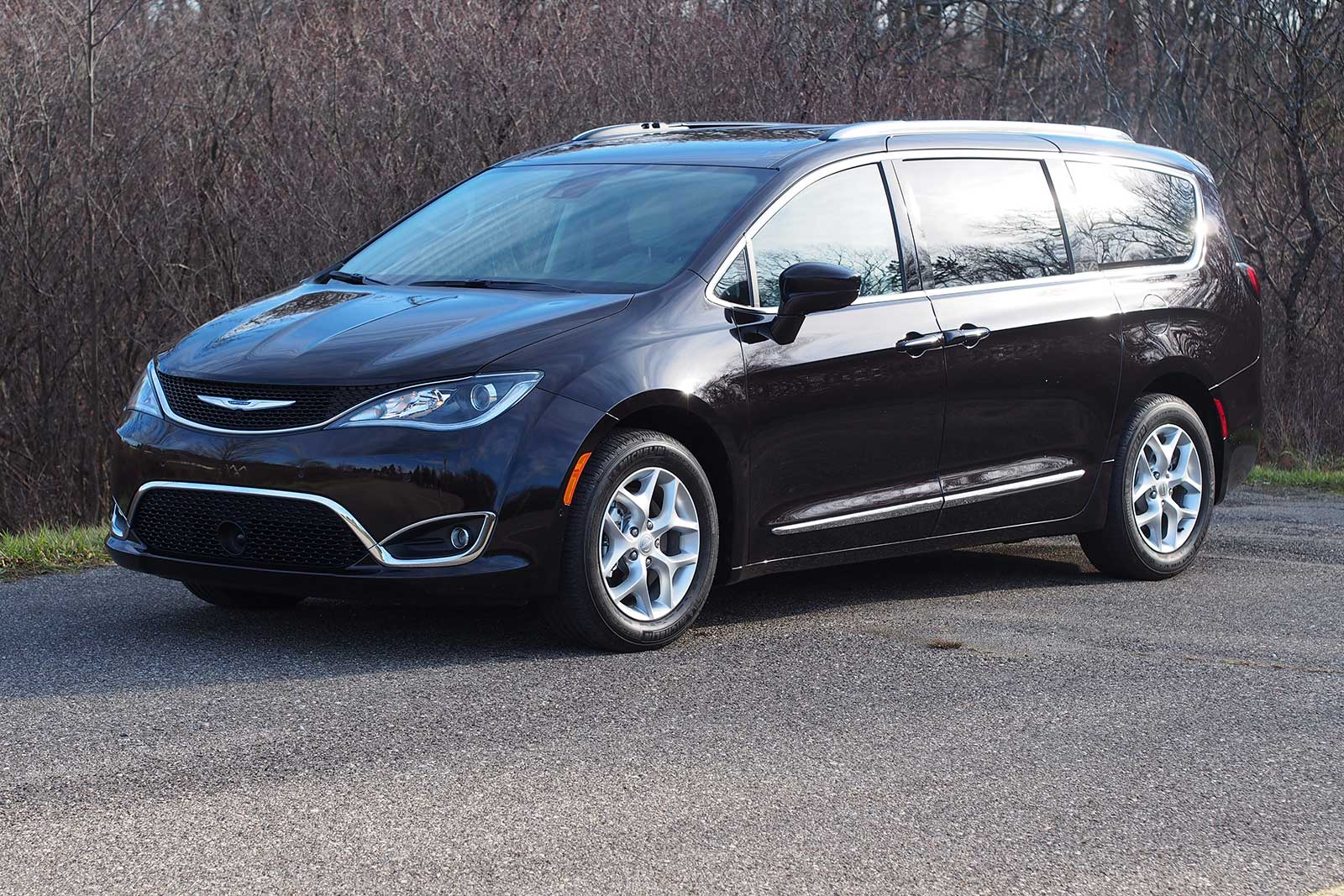 2017 Chrysler Pacifica Touring L Plus Front 2