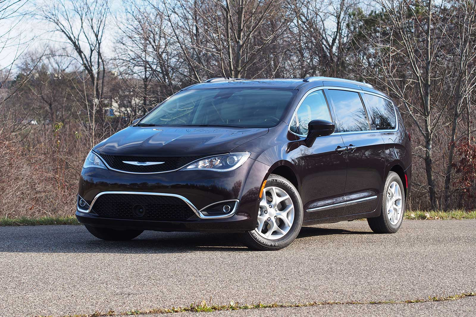 2017 Chrysler Pacifica Touring L Plus Front
