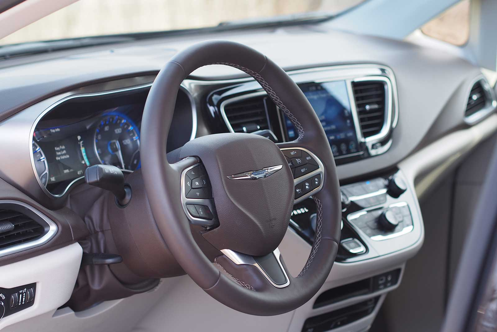 2017 Chrysler Pacifica Touring L Plus Interior 04
