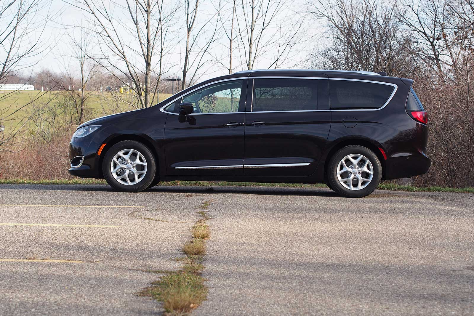 2017 Chrysler Pacifica Touring L Plus Profile