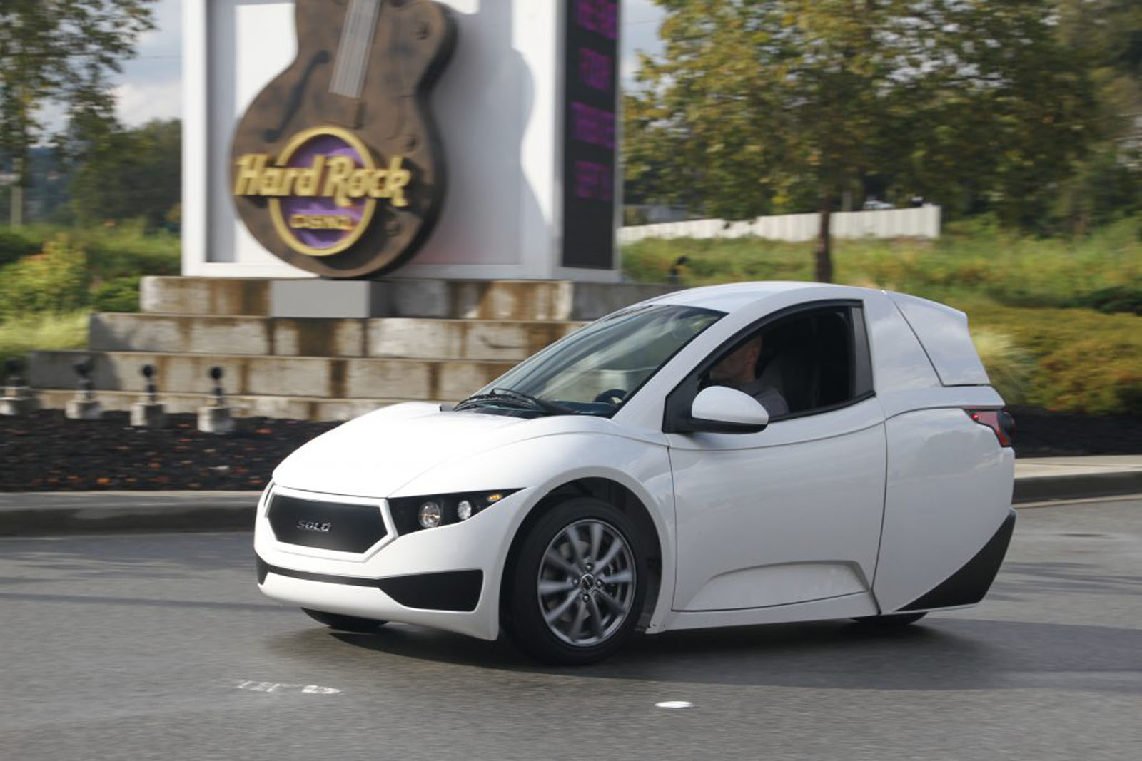 Single Seat 3 Wheel Electric Commuter Car Unveiled