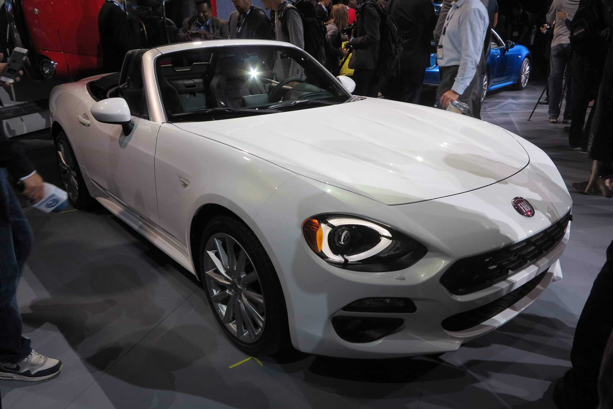 Super Fiat 124 Spider Headed for Rally Racing in 2017 UI38
