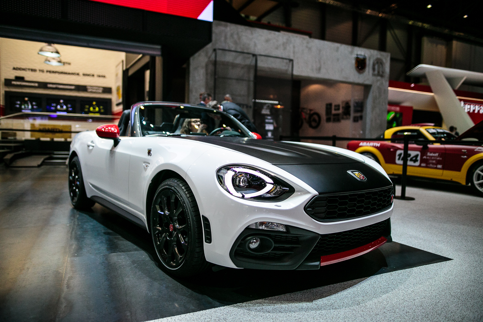 abarth 124 spider bows with aggressive styling and 170 hp news. Black Bedroom Furniture Sets. Home Design Ideas