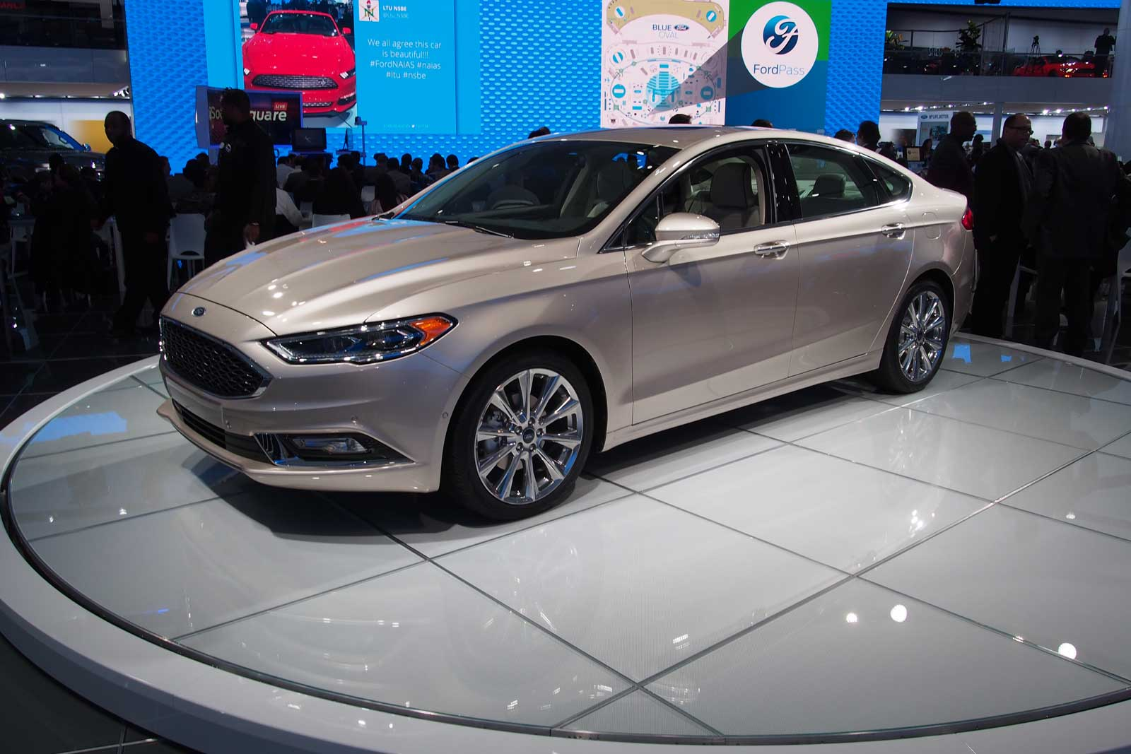 2017 ford fusion video first look. Black Bedroom Furniture Sets. Home Design Ideas