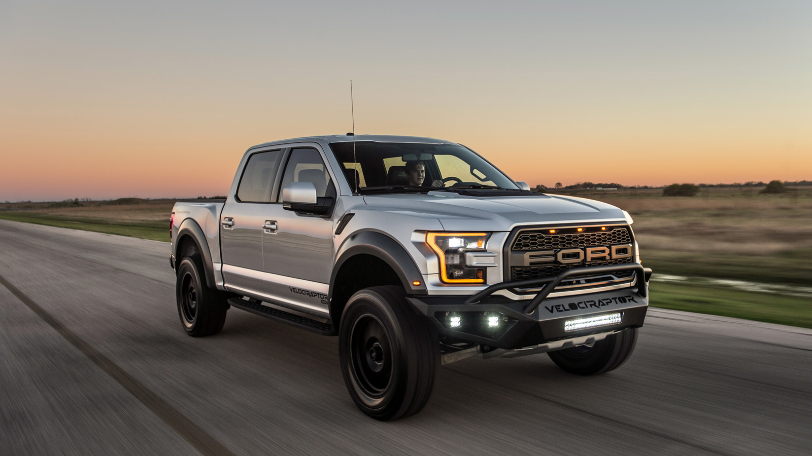 2017 hennessey velociraptor 600 makes the standard ford raptor look boring news. Black Bedroom Furniture Sets. Home Design Ideas