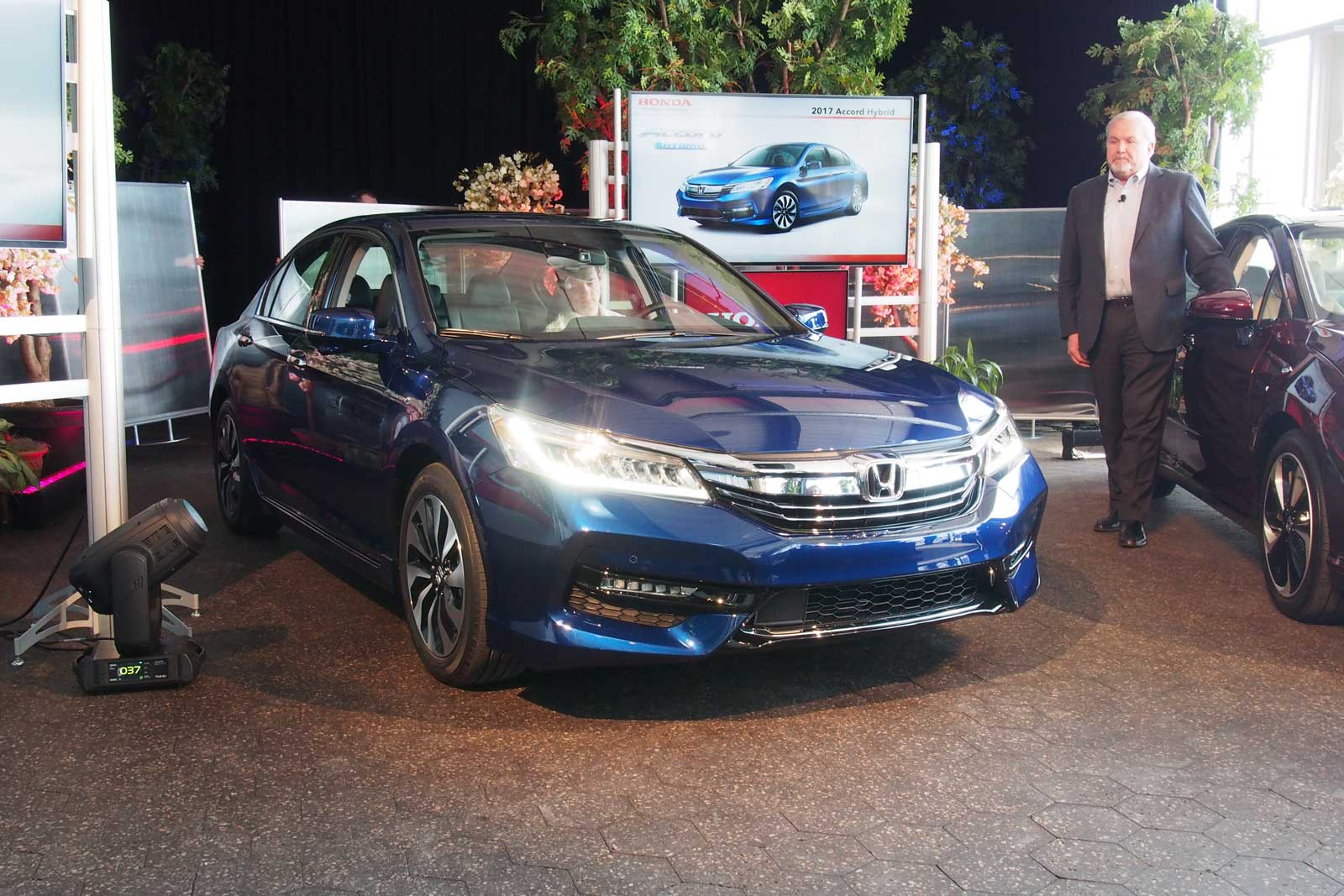 2017 Honda Accord Hybrid 01