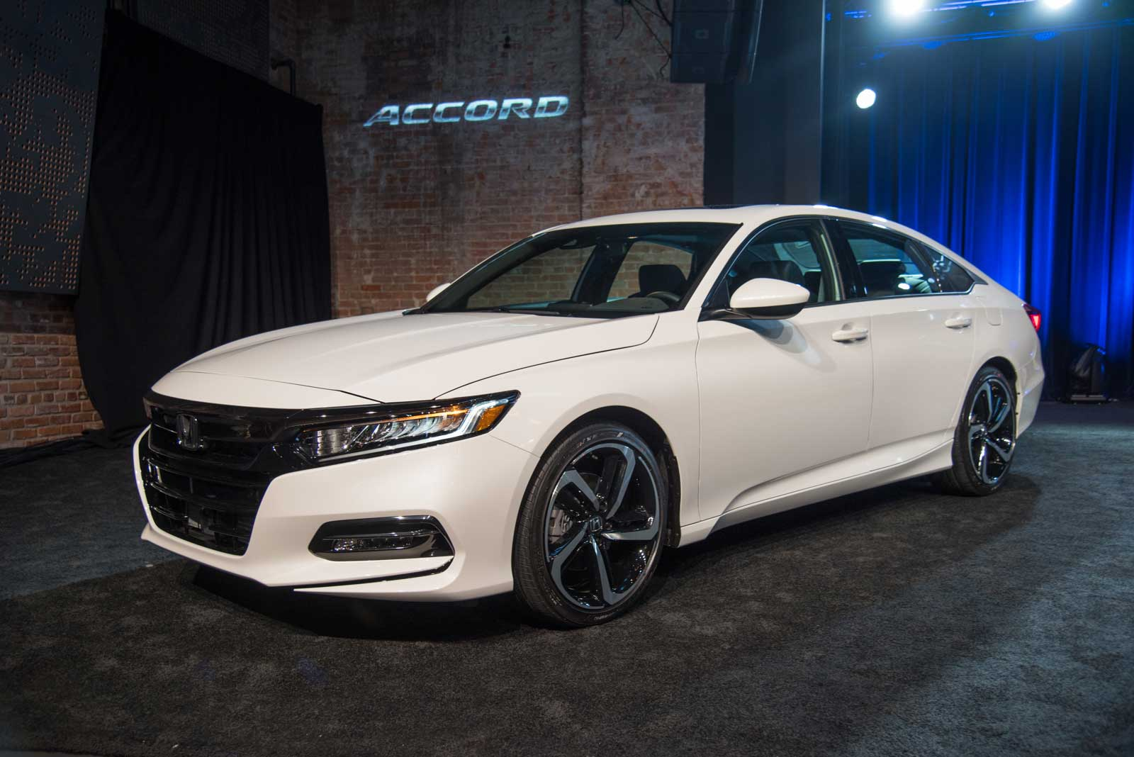 2018 Honda Accord Debuts With Turbo Engines, 10-Speed ...