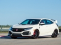2017-honda-civic-type-r-17