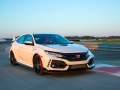 2017-honda-civic-type-r-22