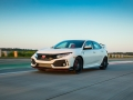 2017-honda-civic-type-r-23