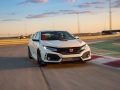 2017-honda-civic-type-r-29