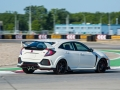 2017-honda-civic-type-r-38