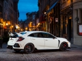 2017-honda-civic-type-r-49