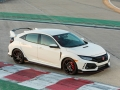 2017-honda-civic-type-r-69