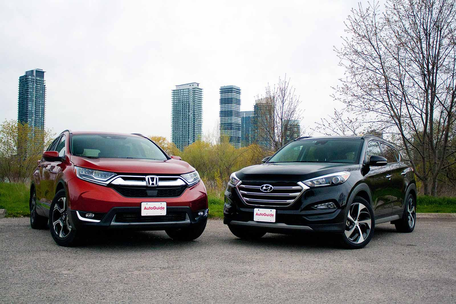 2017 Honda CR-V vs Hyundai Tucson Comparison - AutoGuide ...