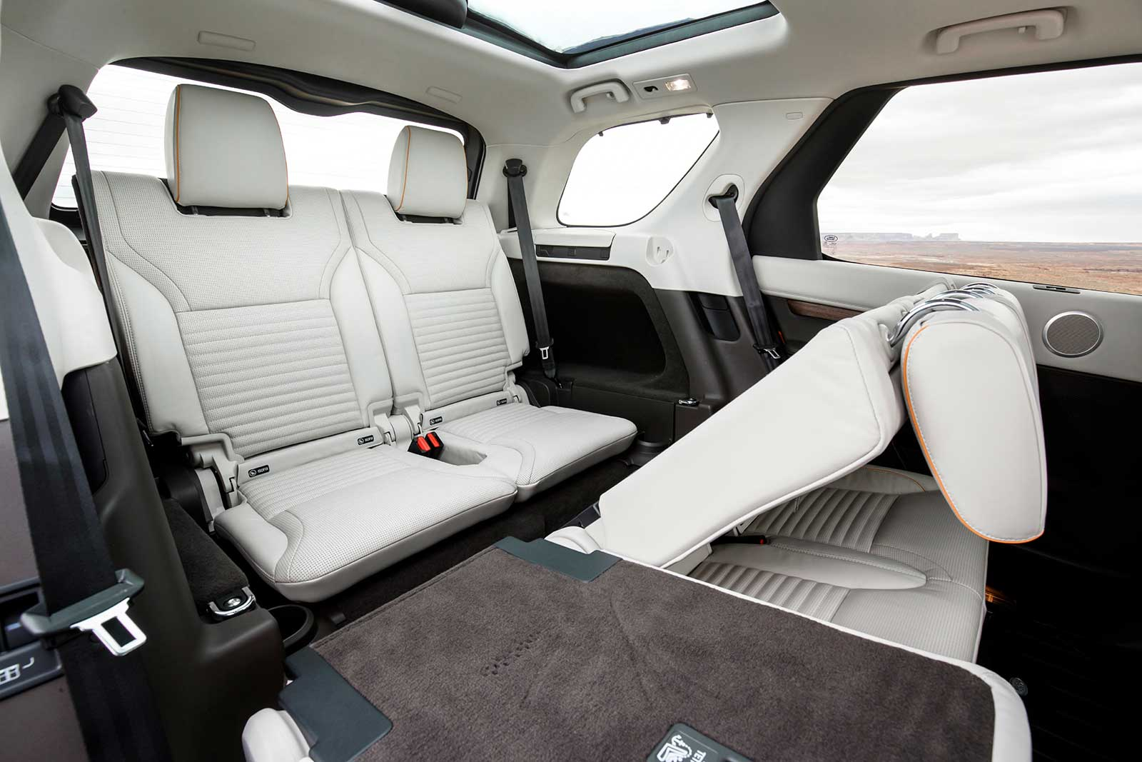 ... 2017 Land Rover Discovery Diesel Interior 03 ...