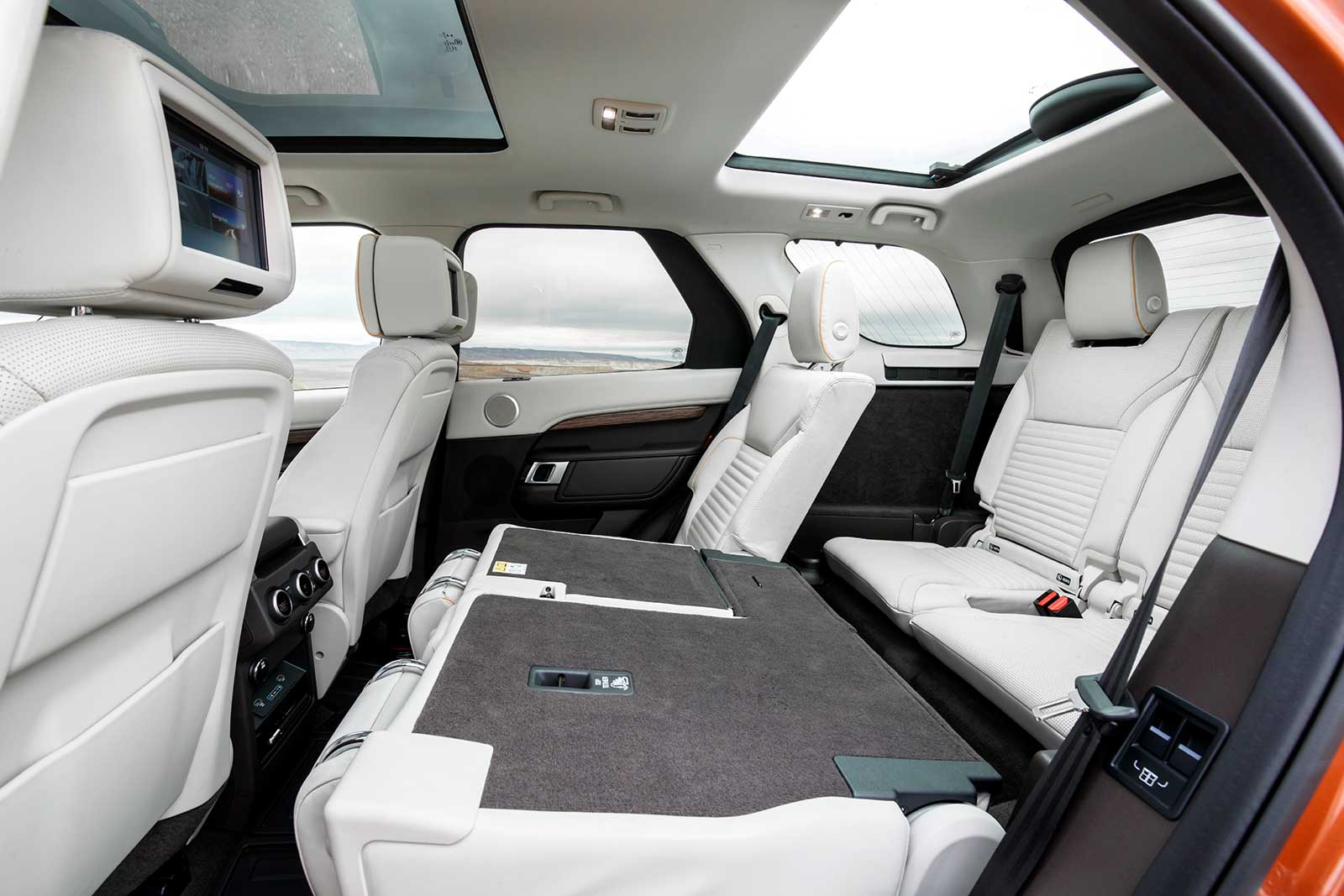 Land rover discovery interior images for Interior range rover