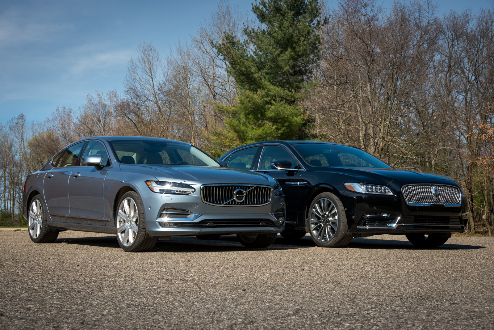 http://www.autoguide.com/blog/wp-content/gallery/2017-lincoln-continental-vs-2017-volvo-s90-5-10-2017/2017-Lincoln-Continental-Reserve-And-2017-Volvo-S90-Inscription-Group-Shot-03.jpg