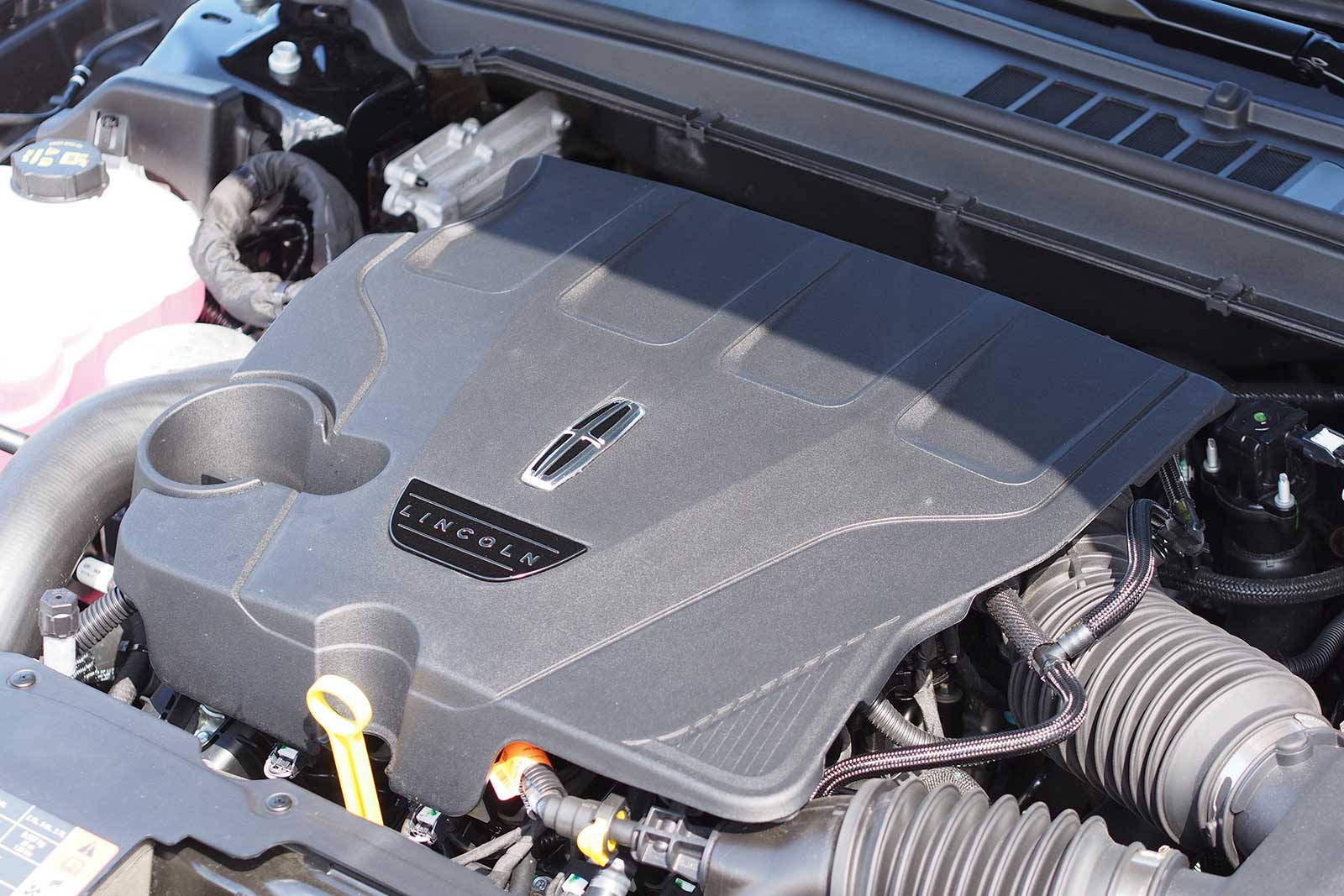 2017 Lincoln Continental Reserve Engine 01