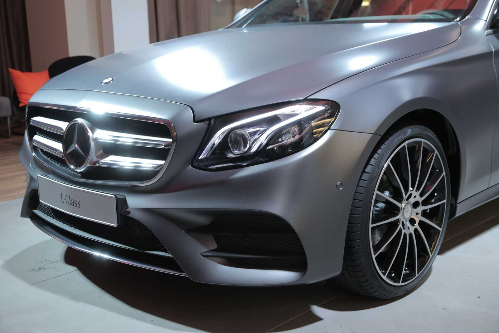 2017 mercedes benz e class is the 39 brand 39 s most advanced. Black Bedroom Furniture Sets. Home Design Ideas