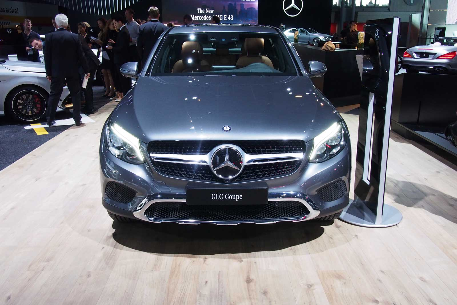 2017 mercedes benz glc300 coupe front 01