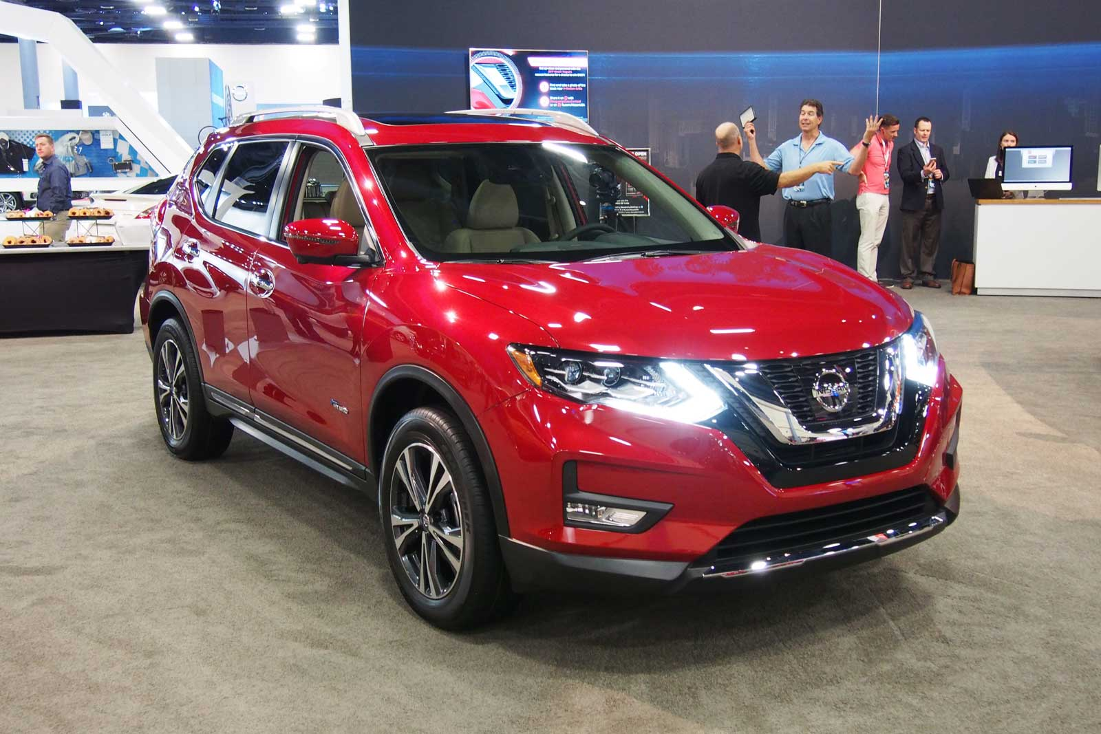 2017 Nissan Rogue Hybrid Live Photo Front 01