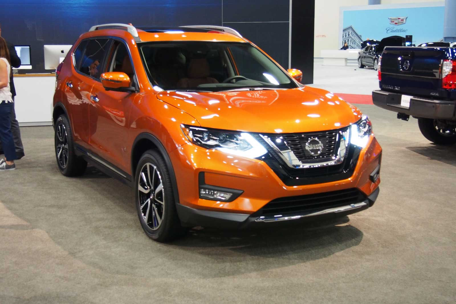 2017 nissan rogue debuts with updated look more convenience features news. Black Bedroom Furniture Sets. Home Design Ideas