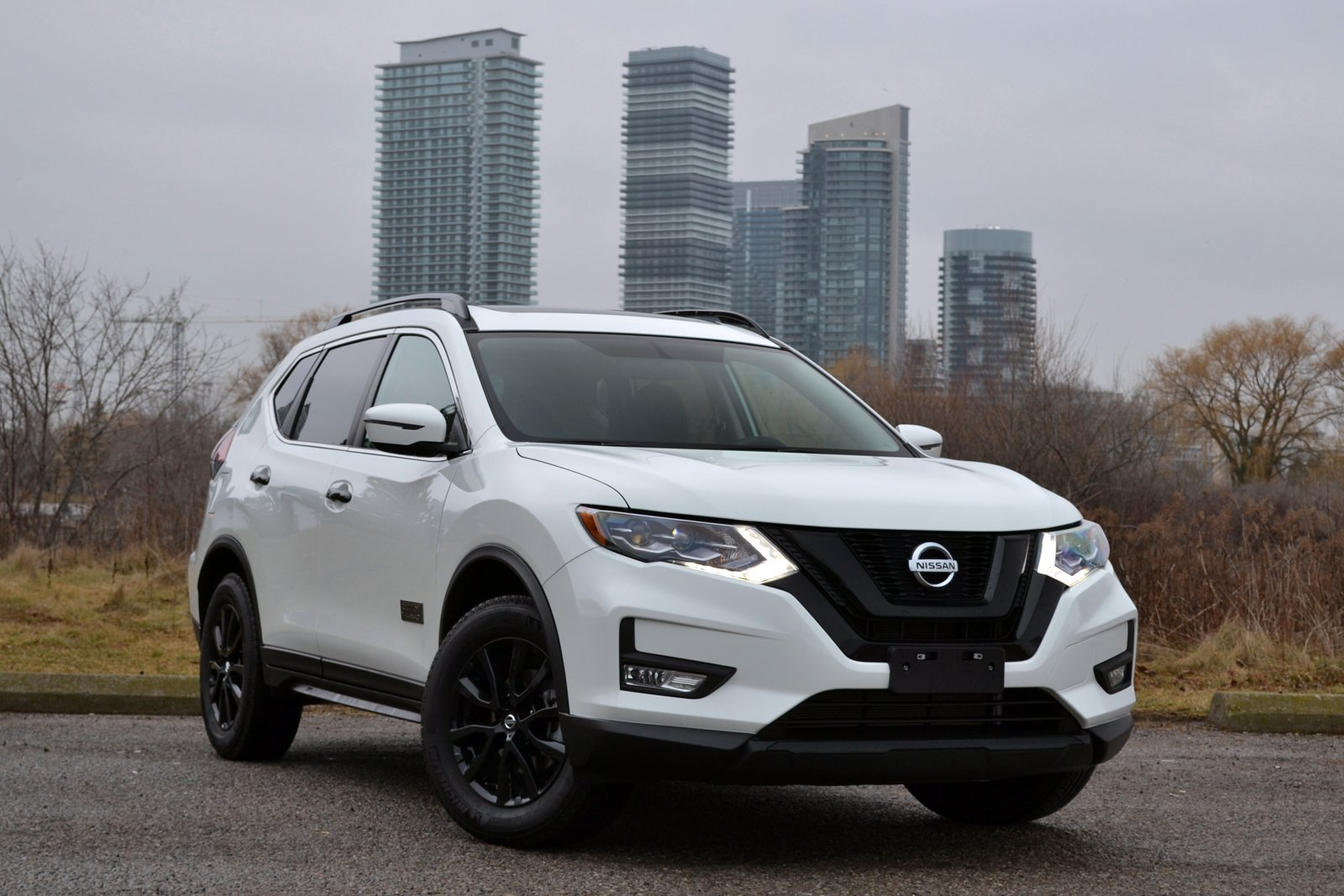 automobile view news nissan rogue on magazine drive review sport interior first
