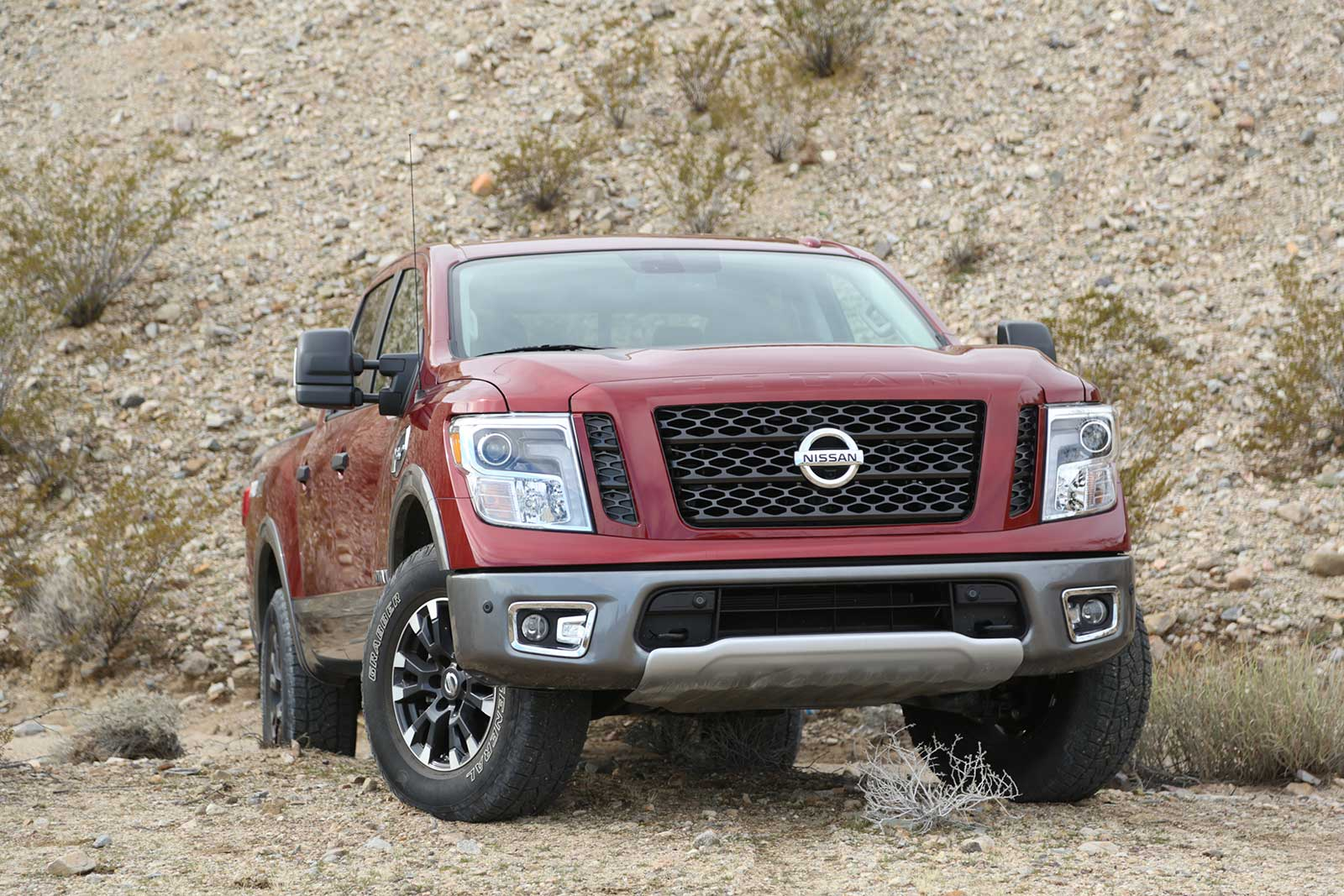 2017 nissan titan truck of the year contender. Black Bedroom Furniture Sets. Home Design Ideas