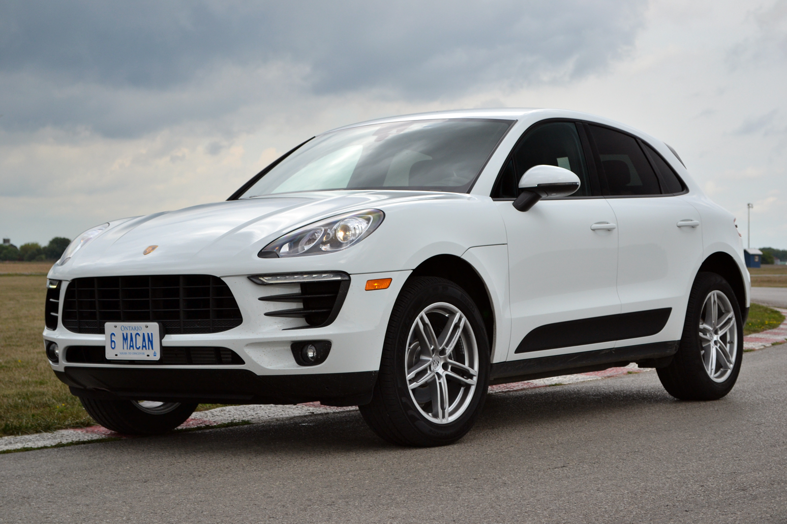 2017 Porsche Macan Review Autoguide Com News