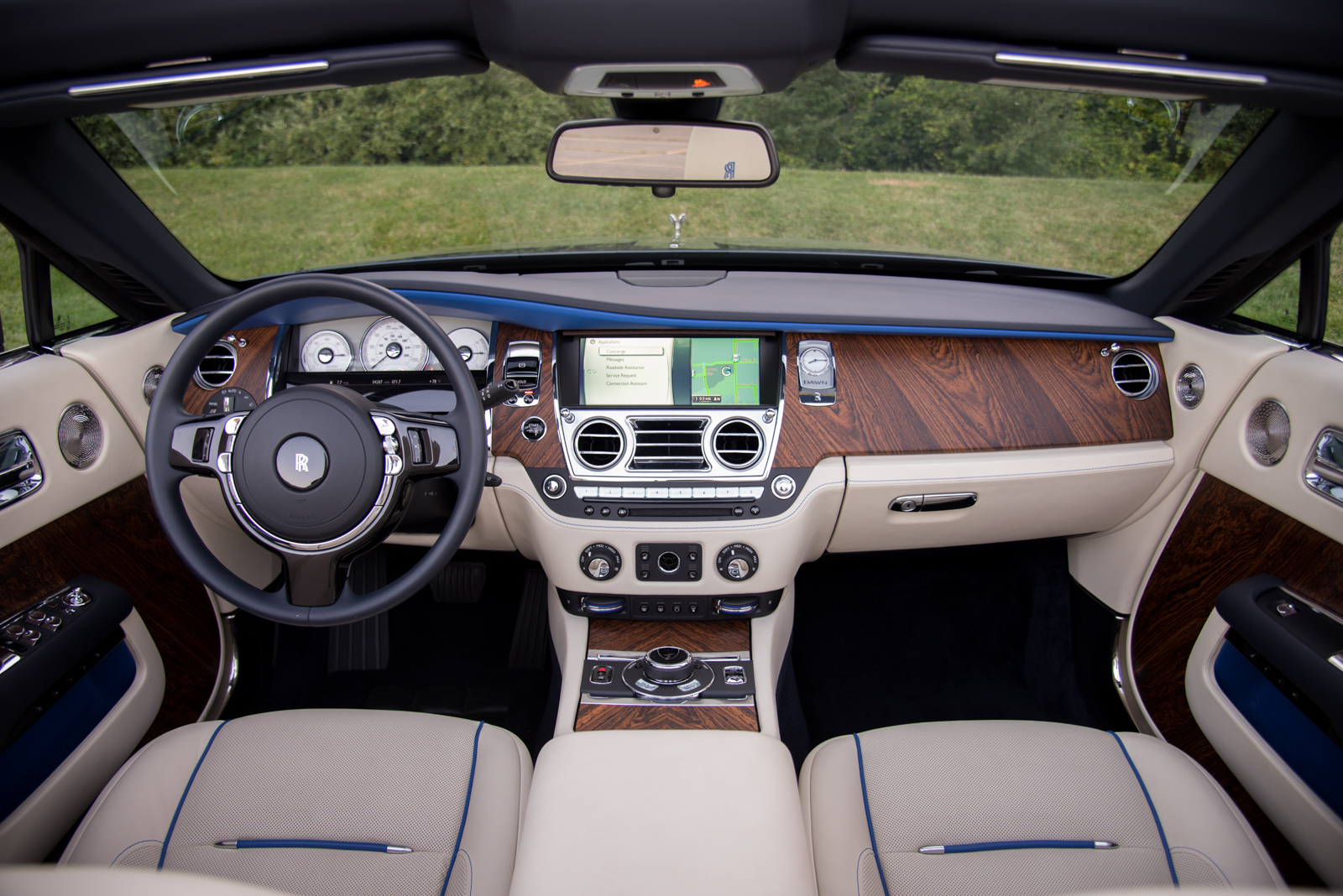 2017 Rolls Royce Dawn Dashboard 02