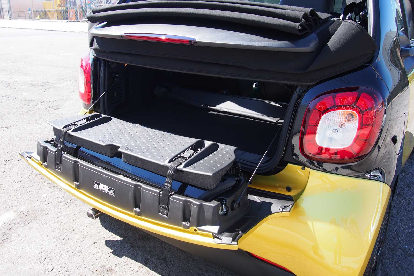 2017 Smart Fortwo Cabriolet Trunk 02