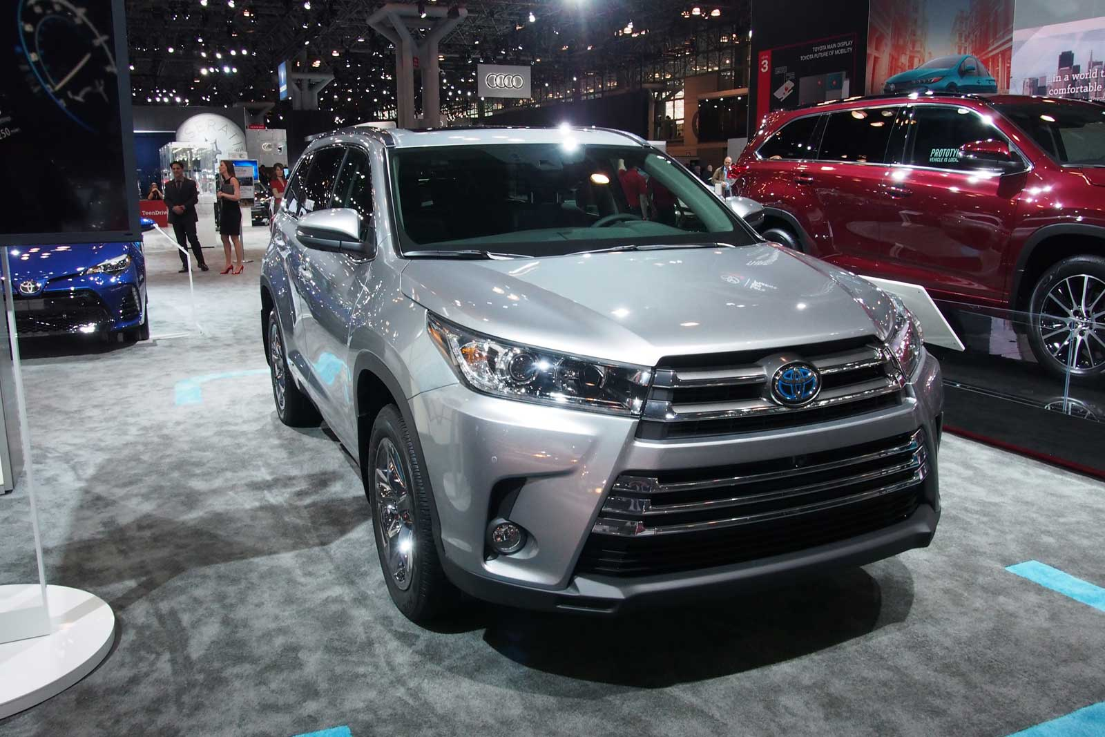 2017 Toyota Highlander Gets New V6 Eight Sd Auto