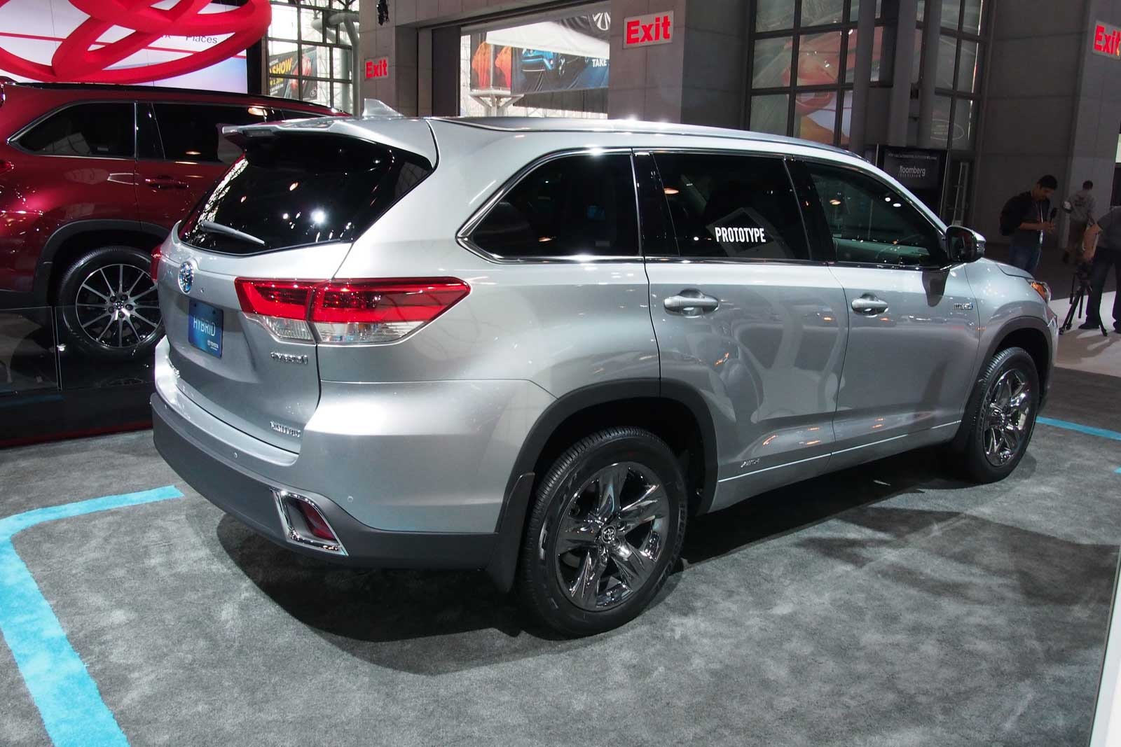2017 toyota highlander rear 01