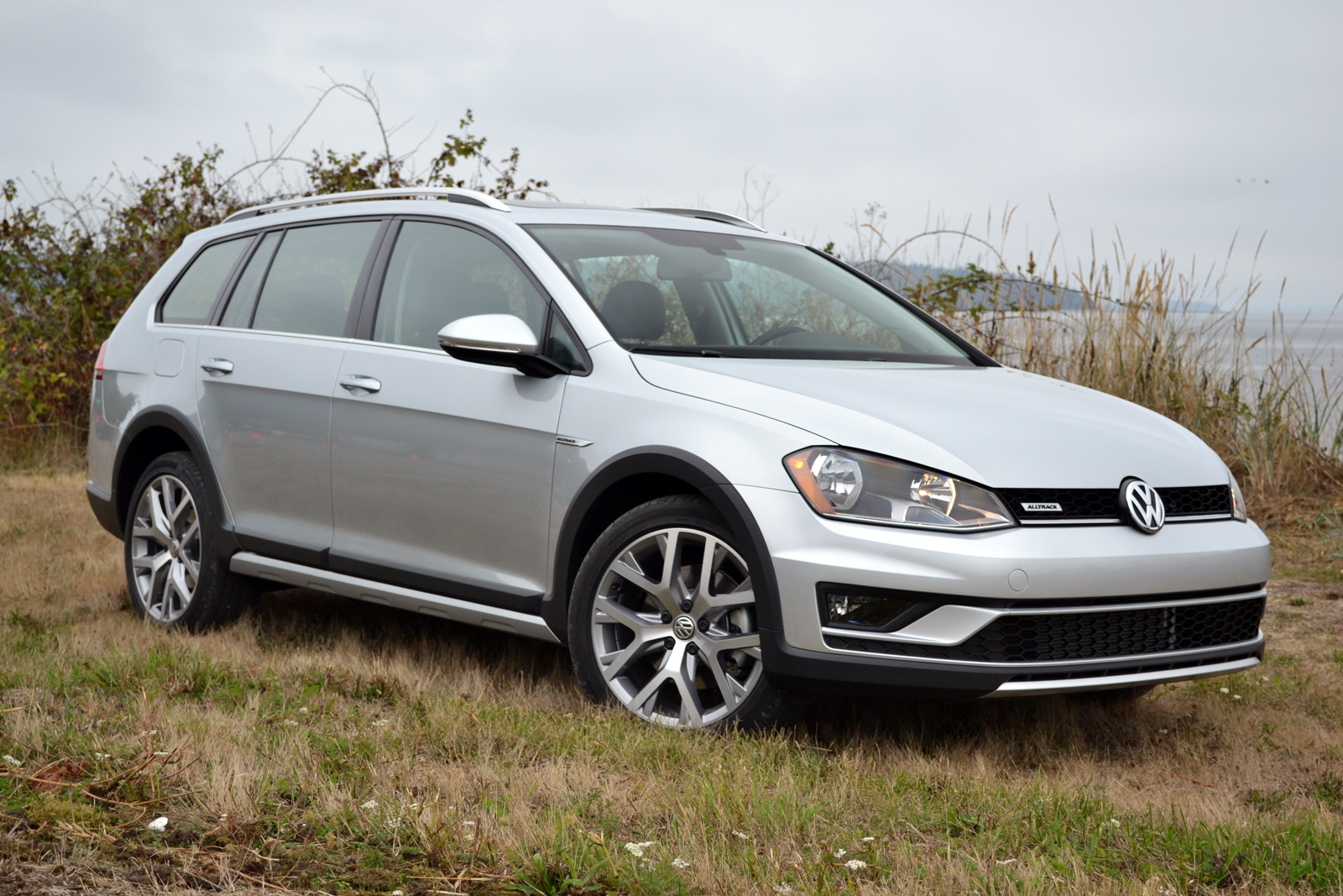 2017 volkswagen golf alltrack review - autoguide