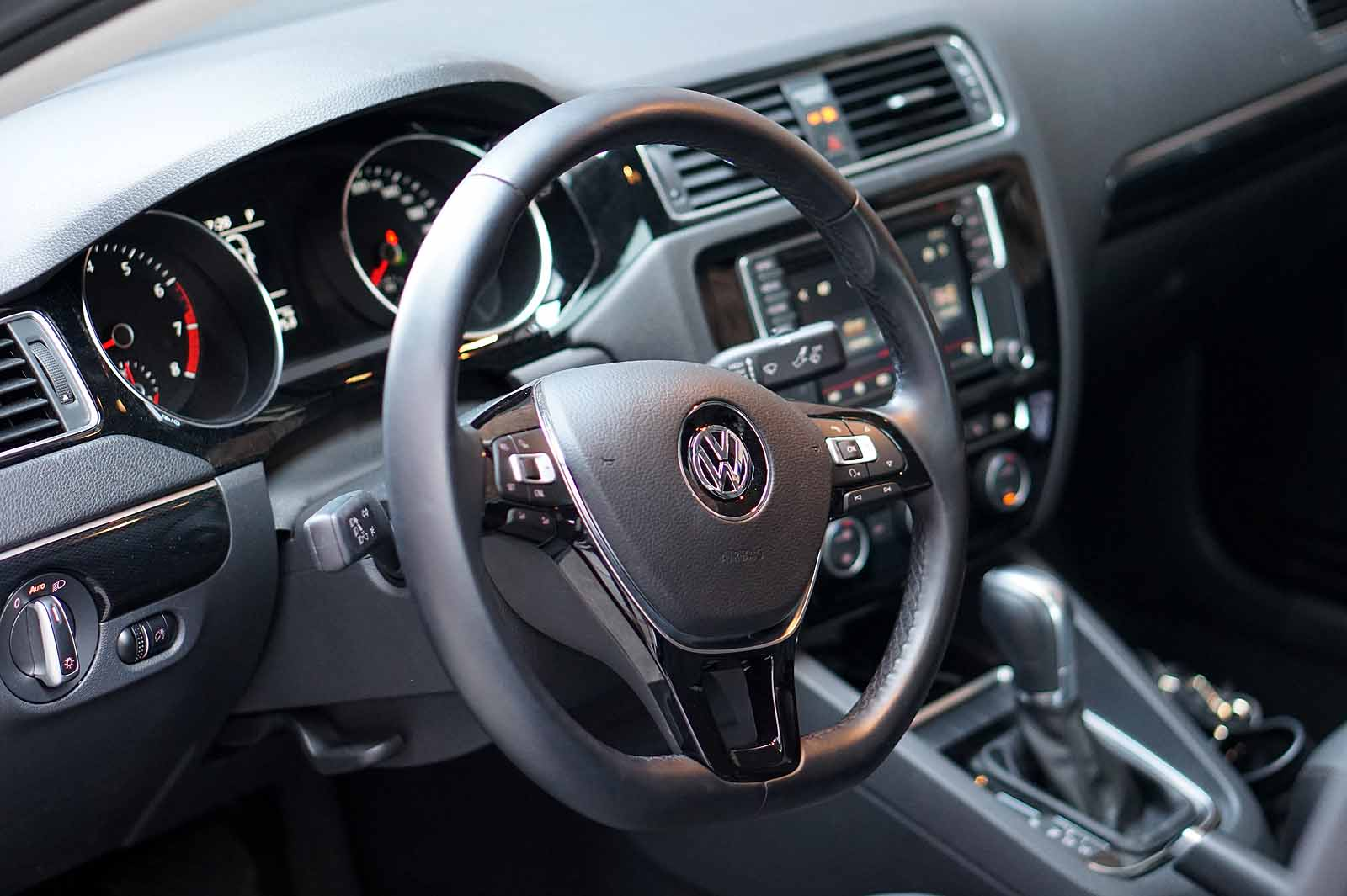 2017 Volkswagen Jetta Review 38