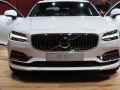 2017-Volvo-S90-Front-01